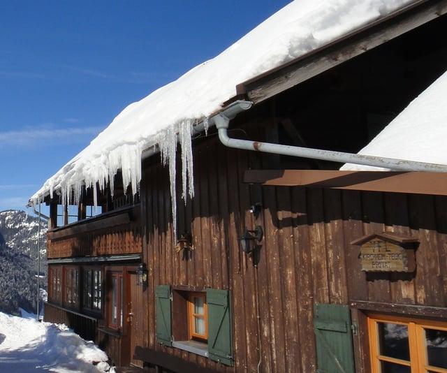 Winter ice dam