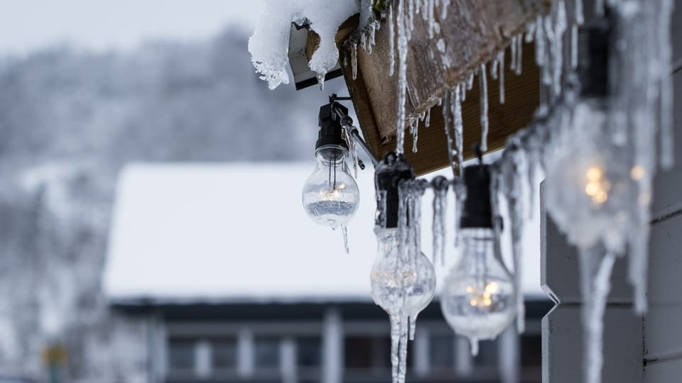 icicles-on-roof-lights