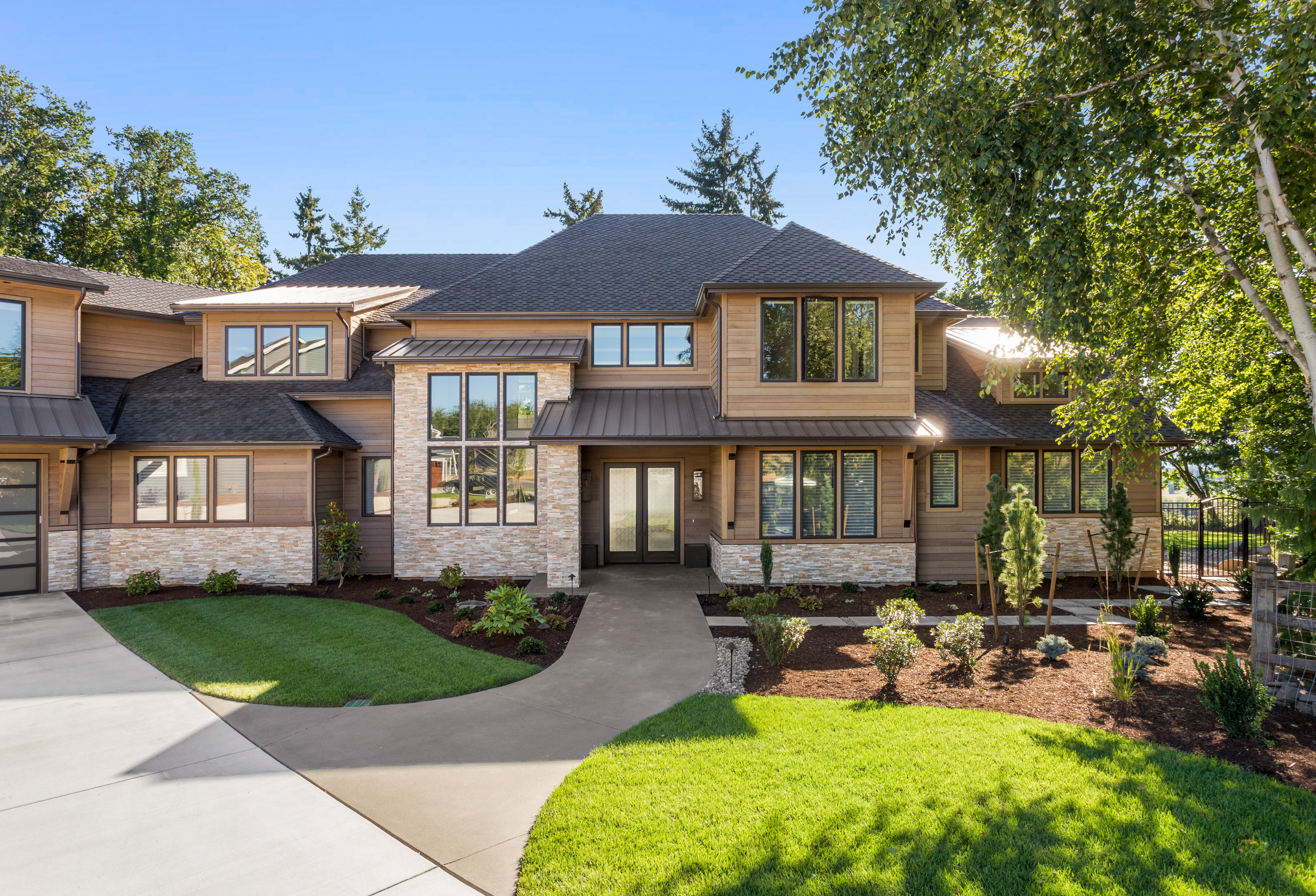 front-lawn-of-modern-home