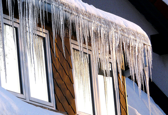 icicles-on-house-ice-dam-problem